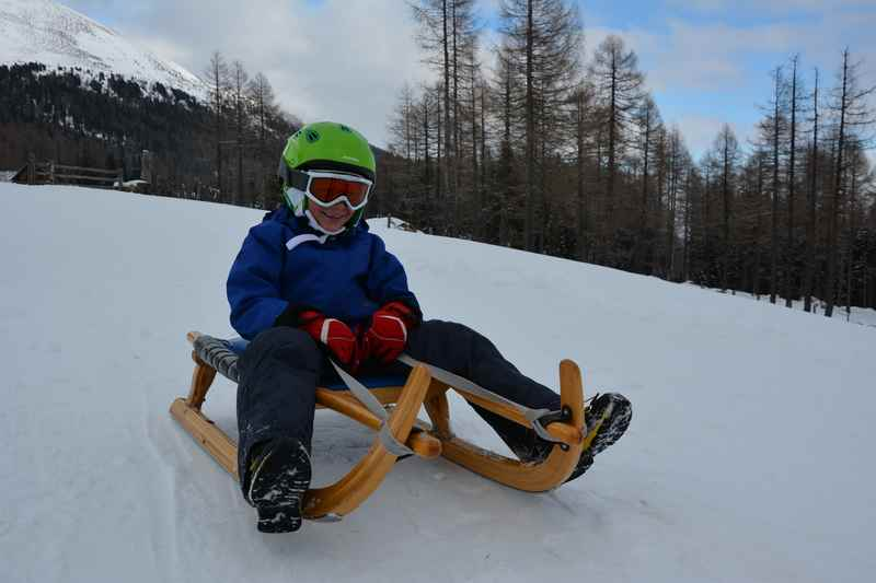 Wir haben einige Rodelbahnen in der Steiermark gefunden, wo Kinder gut alleine rodeln können
