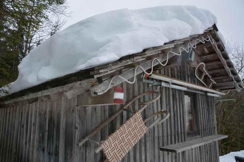 Rodeln Oberösterreich: Die urige Fassade der Rodelhütte in Gosau, gefunden beim Rodeln im Salzkammergut