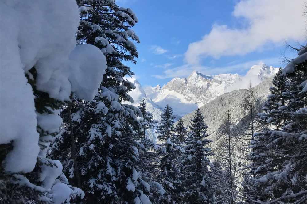 Unterwegs die tollen Ausblick auf die Berge geniessen