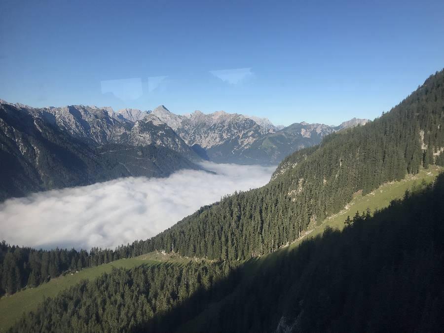Unten liegt der Nebel über dem Achensee - im Rofan und Karwendel scheint die Sonne