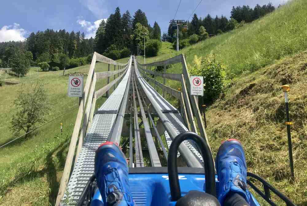 Zuerst steil hinauf zur Startrampe am Berg