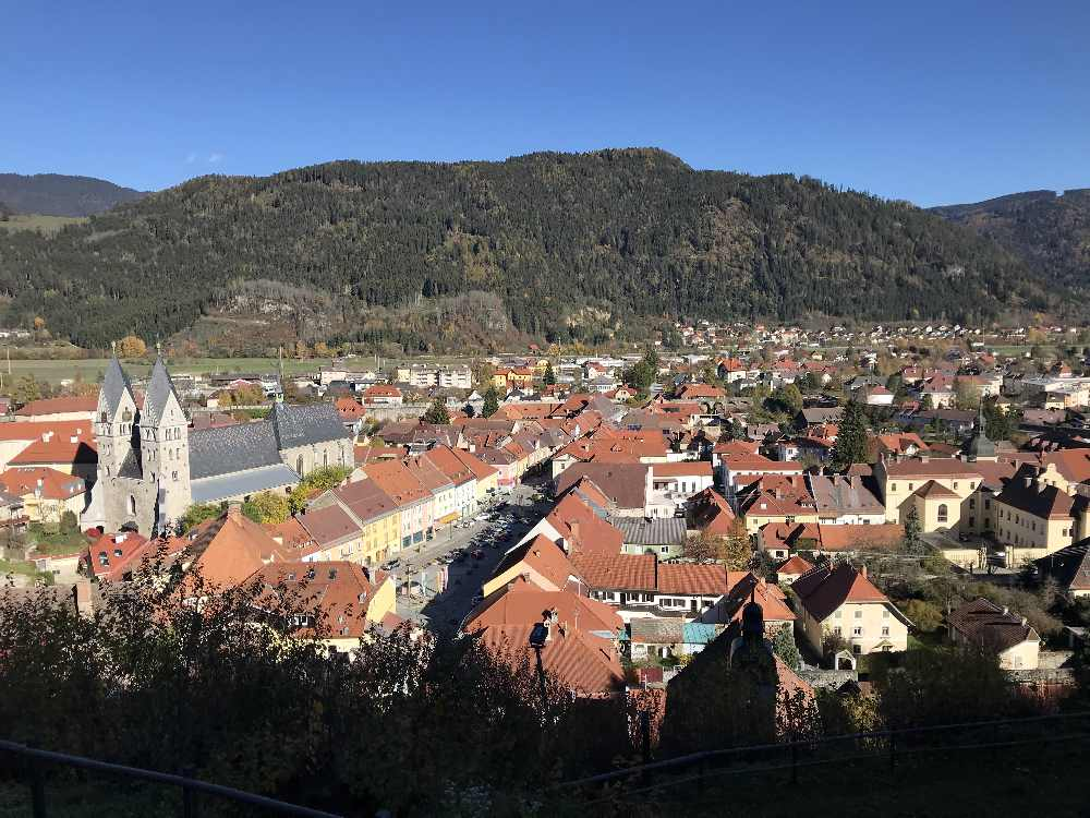 Der Ausblick über Friesach von der Burgruine Rotturm in Kärnten