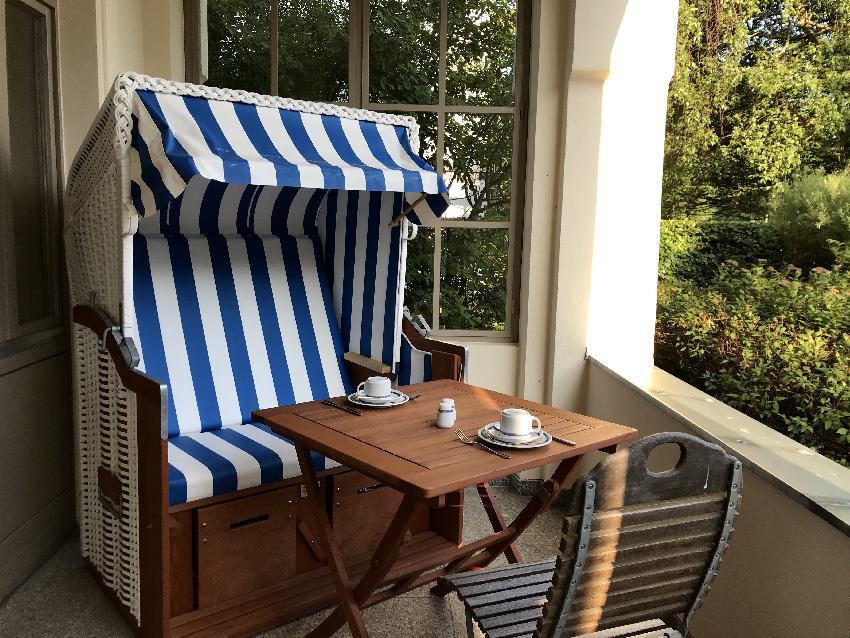 Du kannst hier auch im Strandkorb auf der Terrasse frühstücken und auf´s Meer schauen
