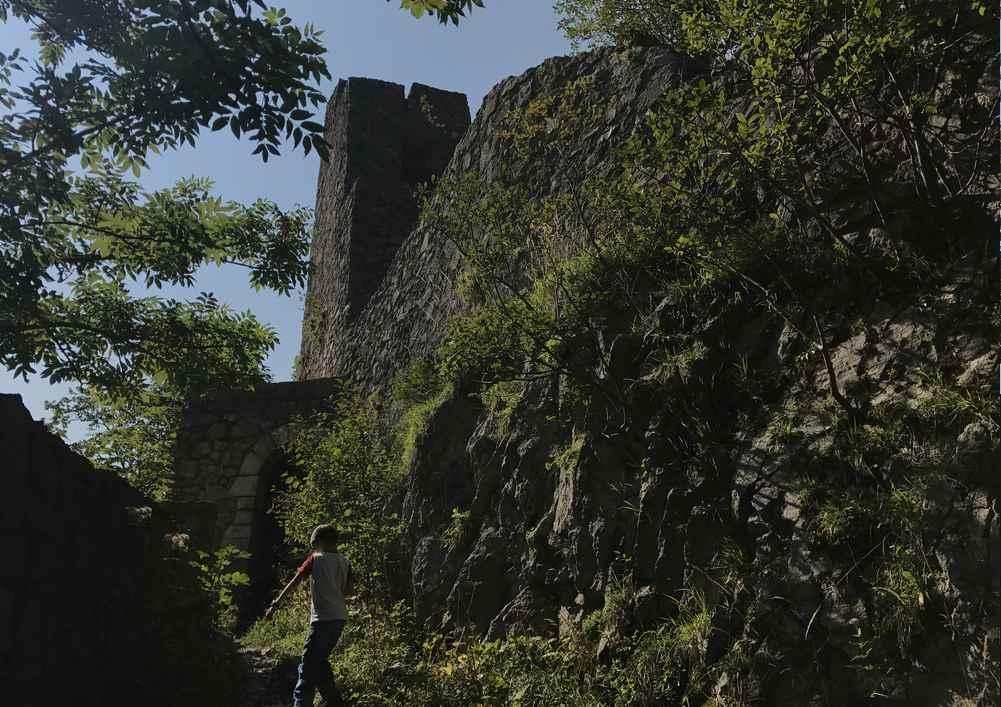 Schober Wanderung: Das ist die Außenmauer der Ruine Wartenfels