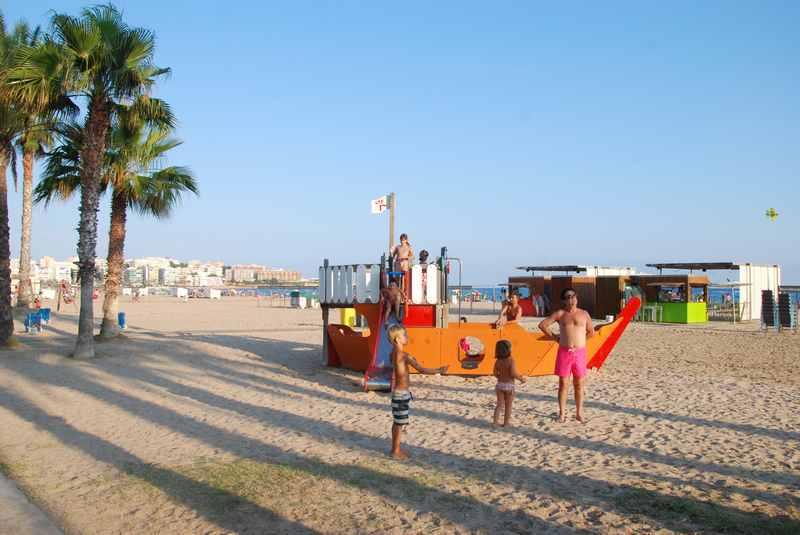 Salou Strand in Katalonien: Familienurlaub am Meer mit Spielplatz am Sandstrand
