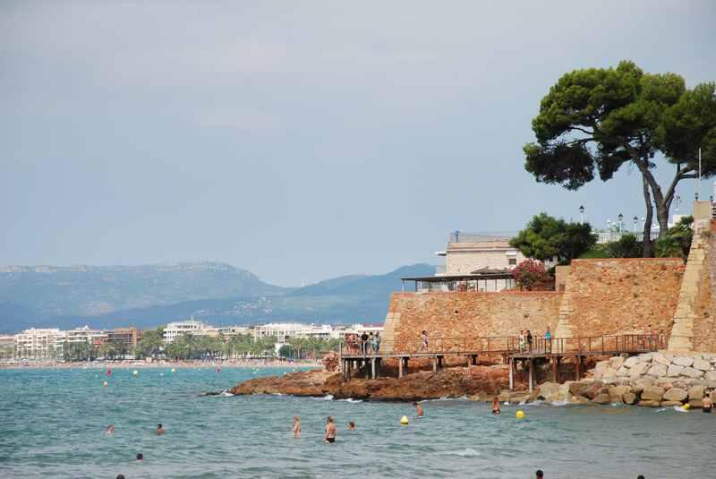Der  Salou Strand mit der pittoresken Bucht