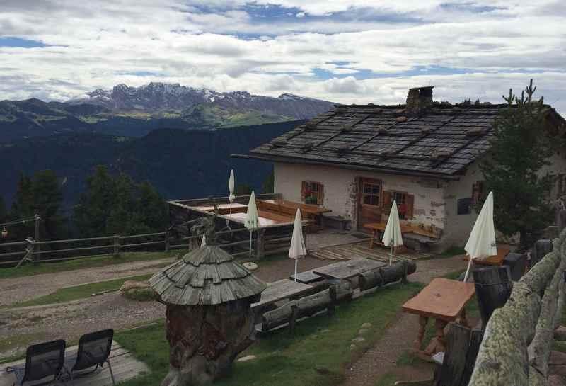Grödner Höhenweg: Am Raschötz in Südtirol wandern mit Kindern zur Saltner Schwaige