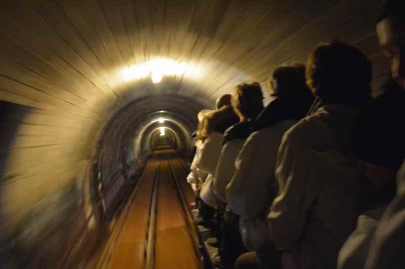 Salzbergwerk Hallein: Die Einfahrt ins Salzbergwerk mit Kindern - folg uns in das schöne Ausflugsziel in Hallein bei Salzburg!