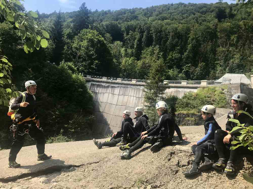 Canyoning Salzburg: Kurze Einweisung am Start der Schluchtenwanderung in Salzburg