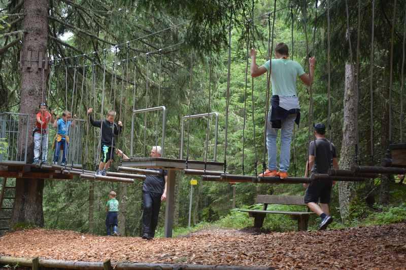 Mit der Schmittenbahn hinauffahren und oben am Themenweg wandern mit Kindern bei Schmidolins Feuertaufe