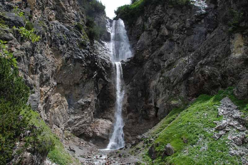 Zum Sanaspans Wasserfall wandern mit Kindern in Lenzerheide