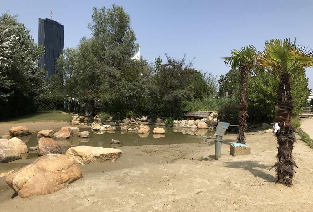 Wasserspielplatz Donauinsel: Der Sand-Badestrand mitten in Wien, nicht nur für Kinder toll