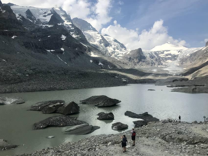 Das ist der Sander See, der Gletschersee mit den Eisinseln