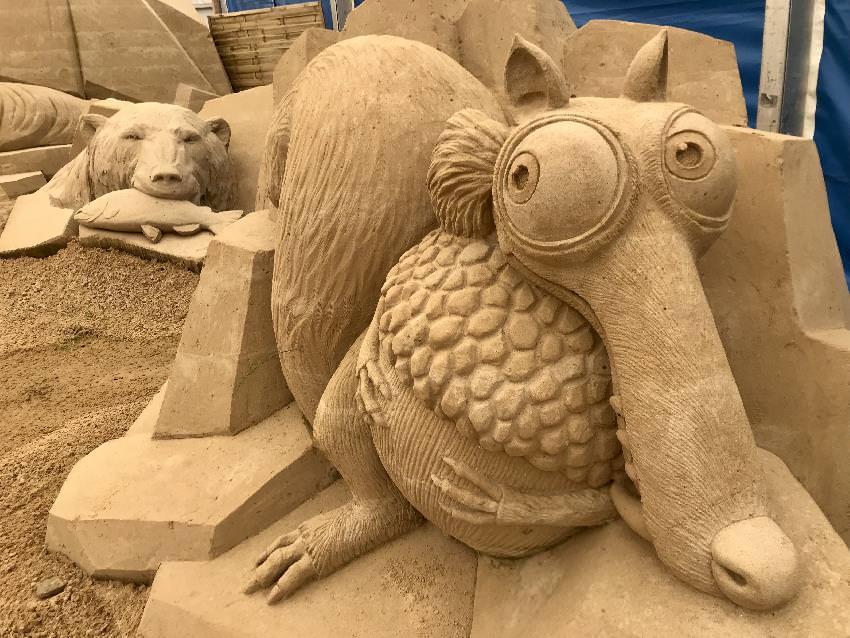 Familienfreundliche Motive in den Sandskulpturen Usedom mit Kindern