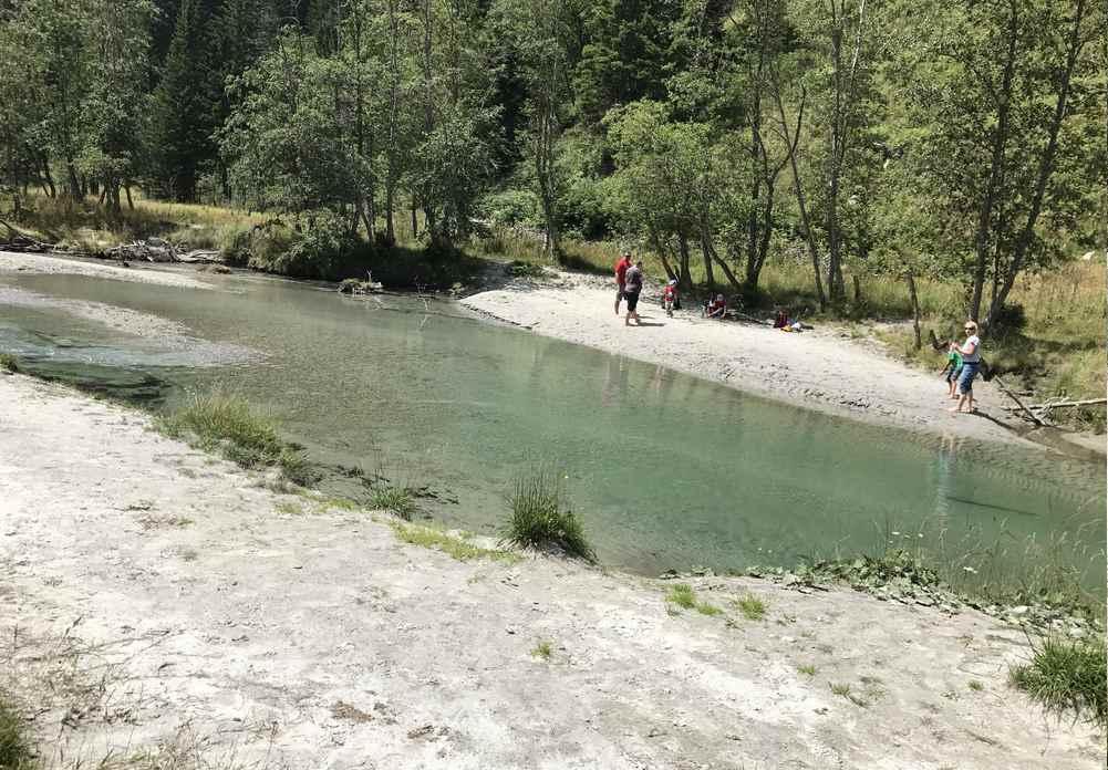 Der Sandstrand in Mallnitz am Bach beim See
