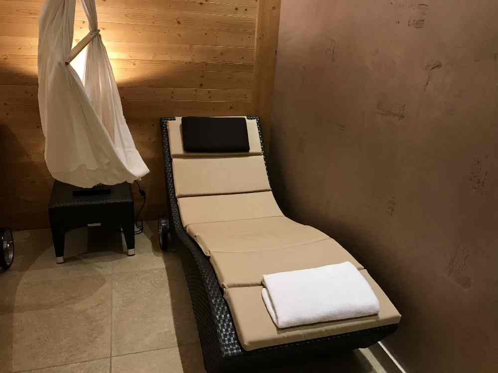 Was besonderes: Die Baby Hängeschaukel im Ruhebereich der Sauna