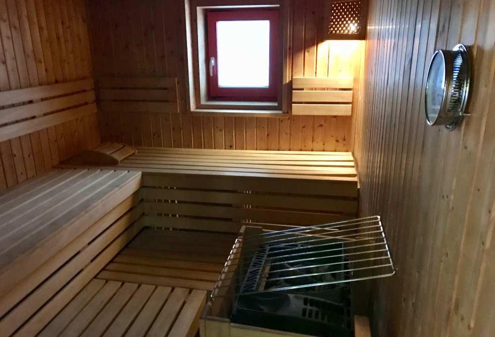 Und nach dem Rodeln in die warme Sauna - zwei gibt´s im JUFA Wipptal