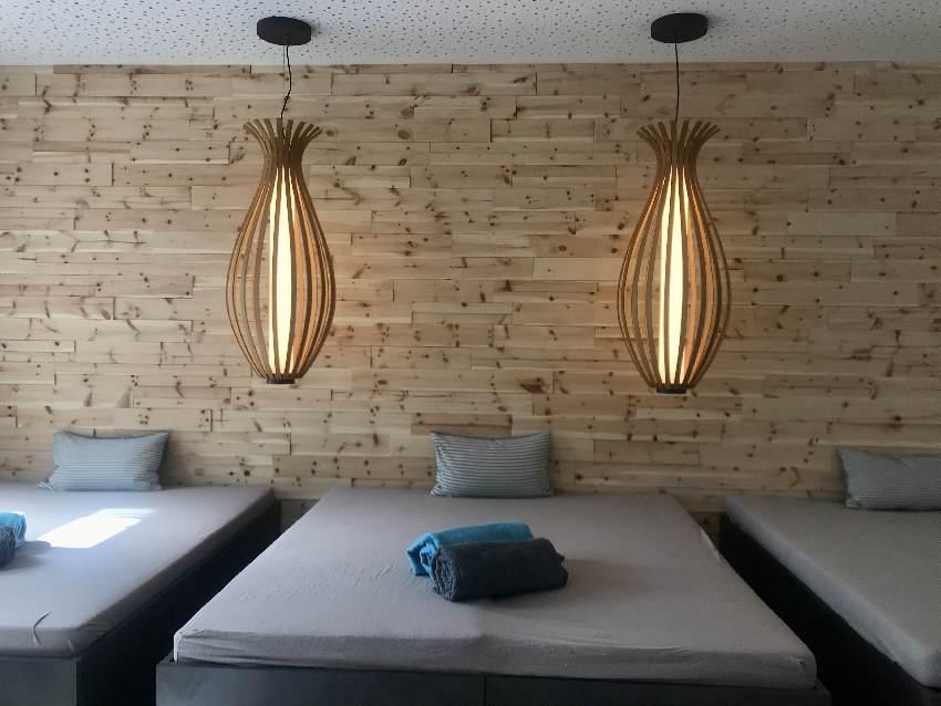 Der Blick in die neue Sauna: Das ist ein Teil vom Ruheraum