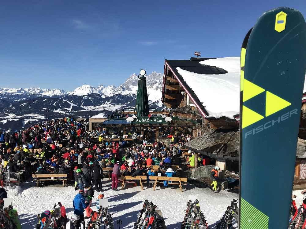 Ski abstellen und rein in die Schafalm im Skigebiet Planai