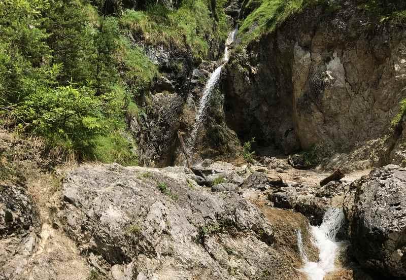 Garmisch Partenkirchen wandern mit Kindern: Der schöne Wasserfall in der Schalmeiklamm
