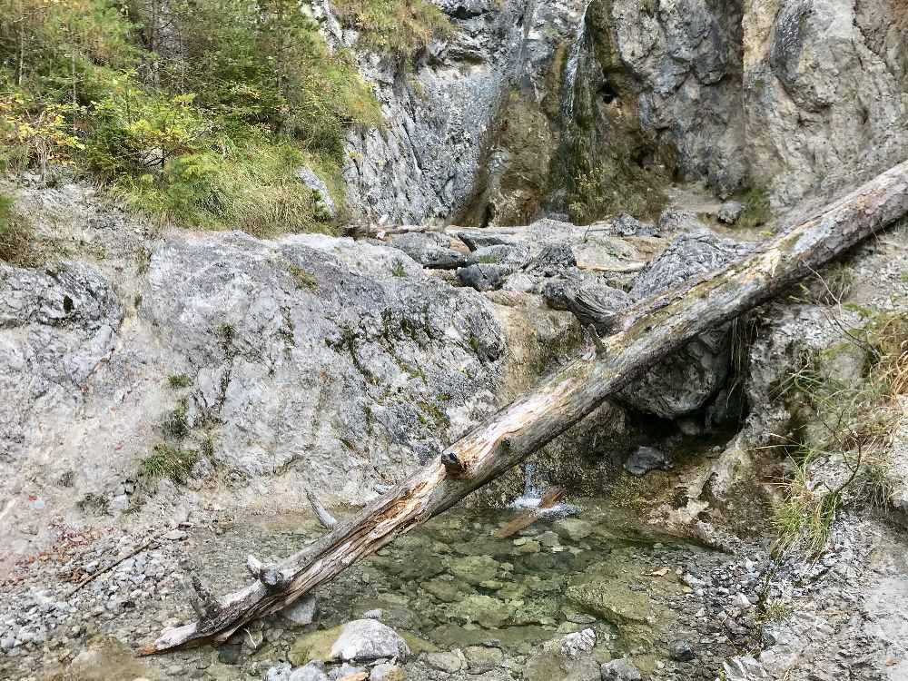 Die Wasserfälle bei der Schalmeischlucht Wanderung - interessant beim Wandern mit Kindern!