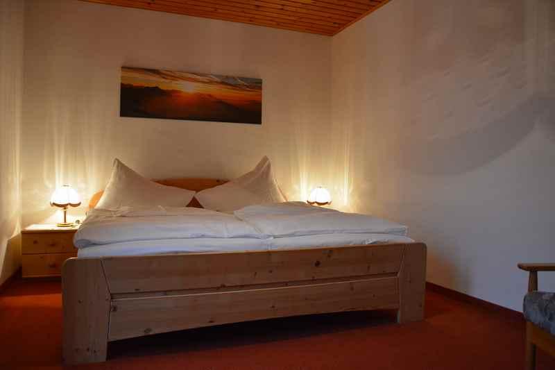 Das Eltern - Schlafzimmer in der Ferienwohnung am Attersee