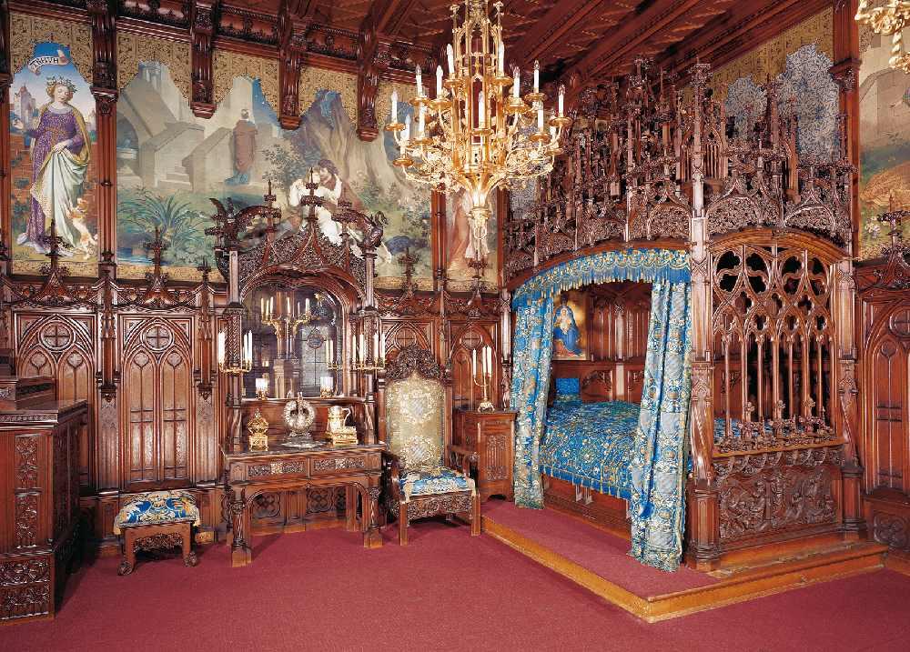 Die Pracht des Schlafzimmers lässt sich auf dem Foto nur erahnen. © Bayerische Schlösserverwaltung, Rainer Herrmann/Ulrich Pfeuffer/Maria Scherf, München