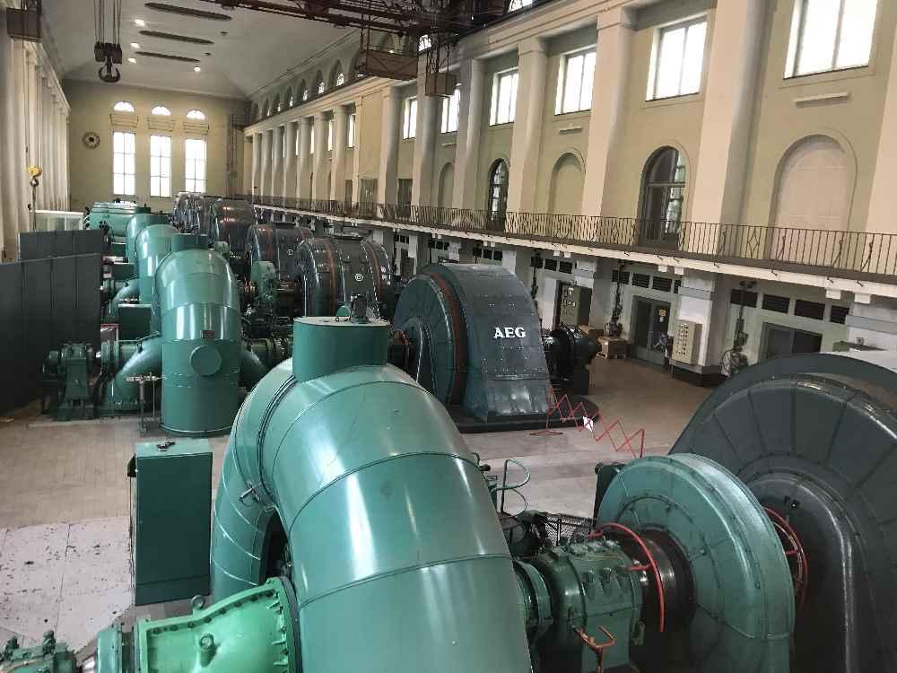 Das Walchenseekraftwerk mit der Maschinenhalle und den Experimenten für Kindern - kostenloses Schlechtwetter Ausflugsziel