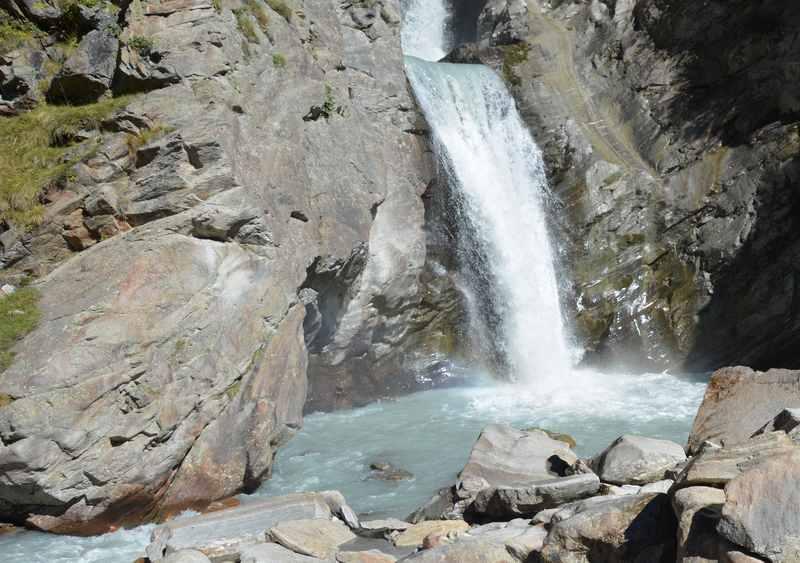 Wasser wirkt Wunder bei Kindern - Wasserfälle motivieren unsere Kinder im Familienurlaub Südtirol