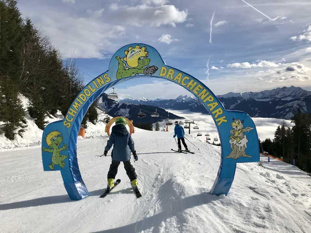 Kostenlos skifahren mit Kindern im bekannten Skigebiet Schmittenhöhe in Zell am See - Schmidolins Drachenpark ist super!