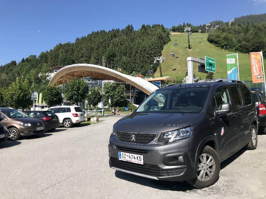 Unser Ausflug auf die Schmittenhöhe beginnt an der Talstation der neuen Areitbahn