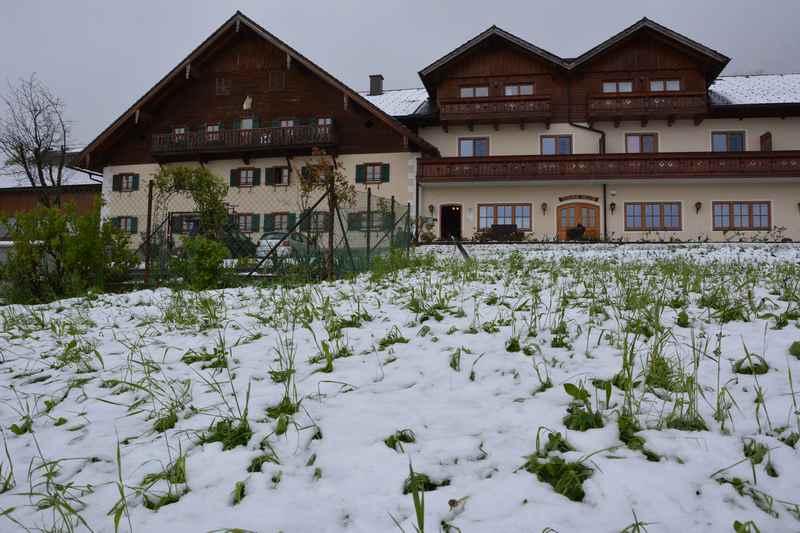 Bei der Anreise: Schnee! Unser Kaltstart am Attersee mit Kindern