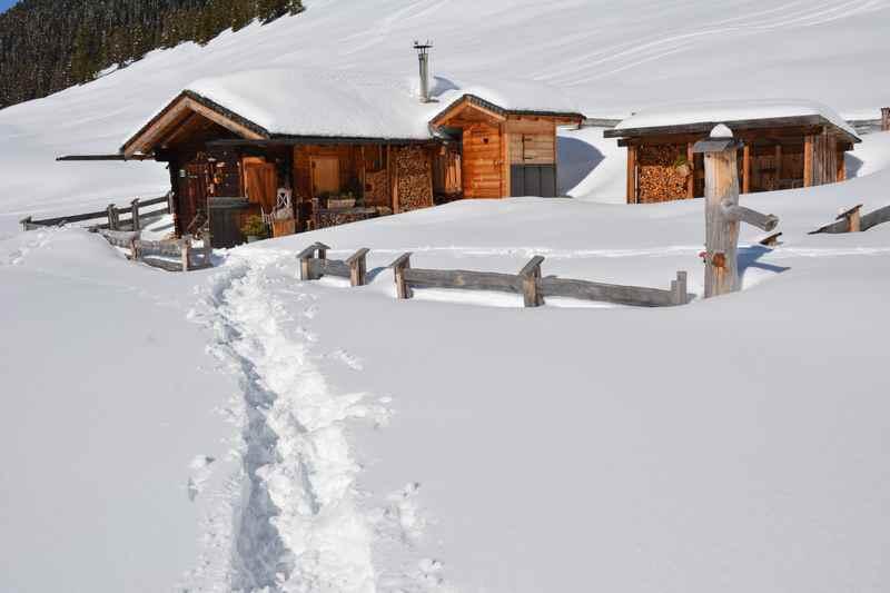 Mit Kindern schneeschuhwandern Bayern zu Hütten und Almen
