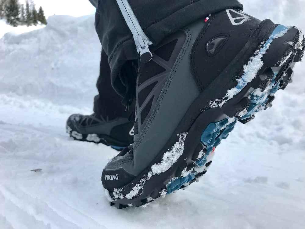 Denk an gute Schuhe zum Rodeln! Je eisiger die Rodelbahn, desto angenehmer sind unsere Viking Winterschuhe mit Spikes