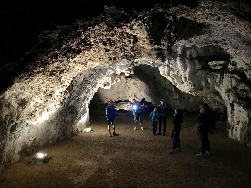 Schulerloch Essing:  Unterirdischer Ausflug in die Topfsteinhöhle Schulerloch bei Essing im Altmühltal