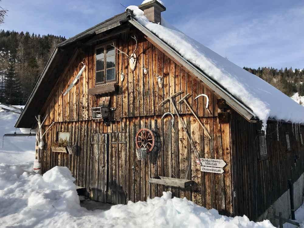Urige Hütten - das Gebäude neben der Schwaigerhütte auf der Millstätter Alpen