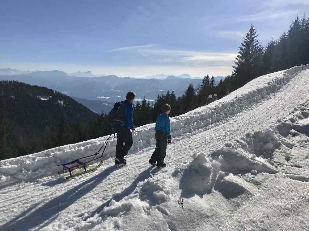 Herrlich: Der Ausblick von oben auf den See und die Berge in Kärnten