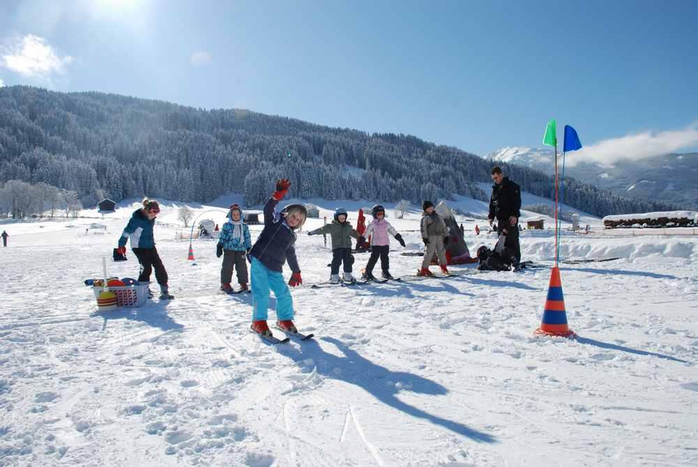 Skiurlaub Silberregion Karwendel:  Hier lernen Kinder liebevoll das Skifahren in Tirol