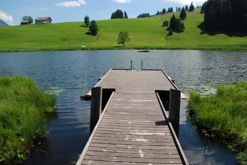 Schwendisee baden? - dazu lädt der Badesteg am Schwendisee ein, ein schön warmer Moorsee. Wir haben es probiert...