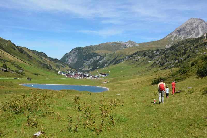 Seen Wanderung mit Kindern in wunderbarer Landschaft