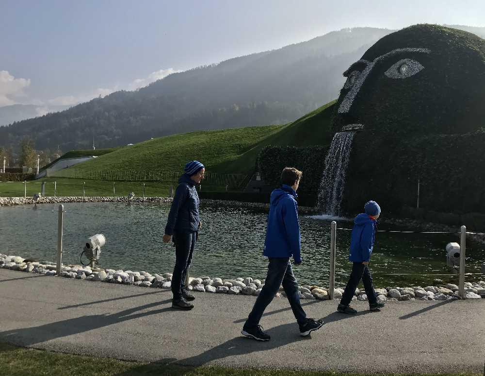 Sehenswürdigkeiten in Österreich mit Kindern müssen nicht langweilig sein - besuch mal die Swarovski Kristallwelten