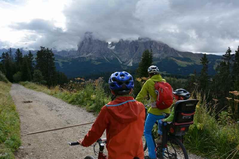 Seiseralm Erkundung per Mountainbike: Auf der Seiser Alm Radfahren mit Kindern