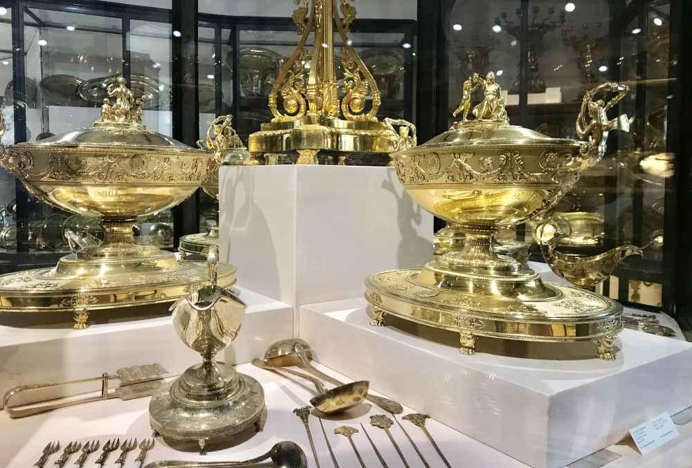 Pomöses Besteck und edle Stücke in der Silberkammer der Hofburg Wien
