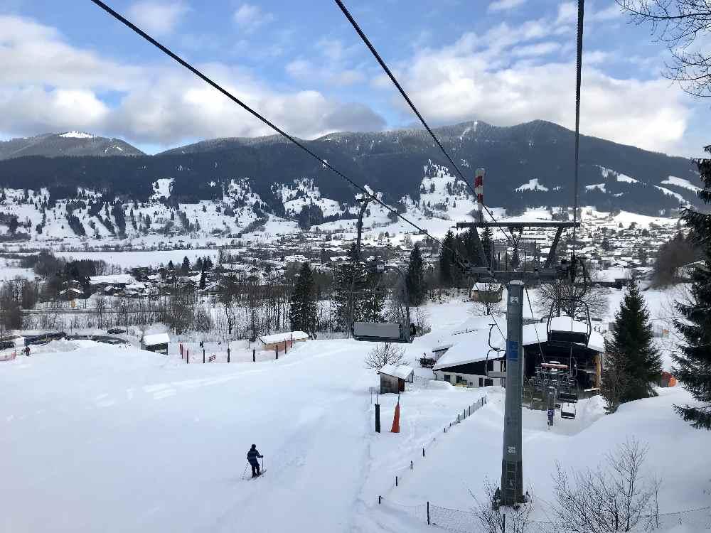 Skigebiet Oberammergau: Mit dem Sessellift geht es von Oberammergau zur Kolbensattelhütte
