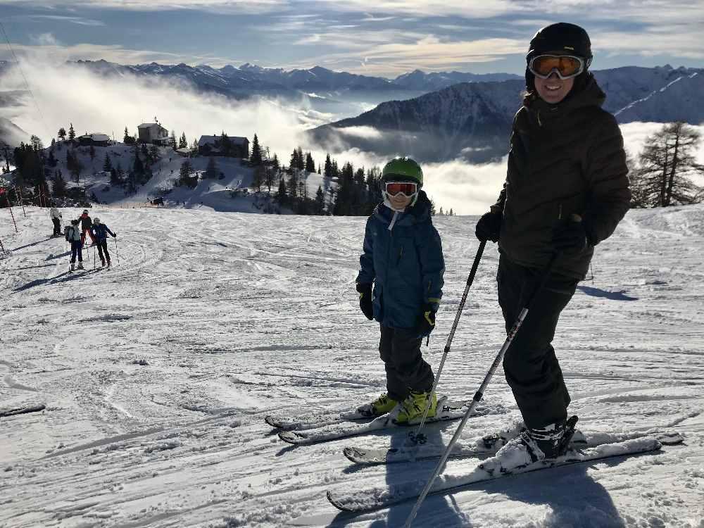 Das ist der traumhafte Ausblick im Skigebiet Rofan beim Skifahren mit Kindern in Tirol