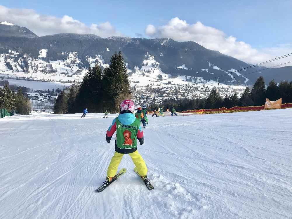Skigebiet Oberammergau: So lernen Kinder das Skifahren am Kolbensattel
