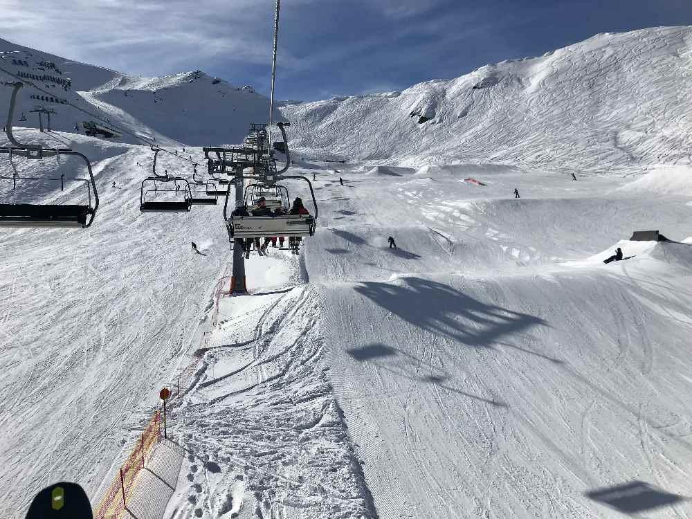 Skifahren mit Kindern in Tirol: Die Axamer Lizum in Innsbruck mit der großen Freestyle Area
