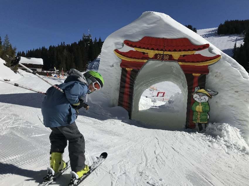 Top Bedingungen auf der Planai beim Skifahren mit Kindern