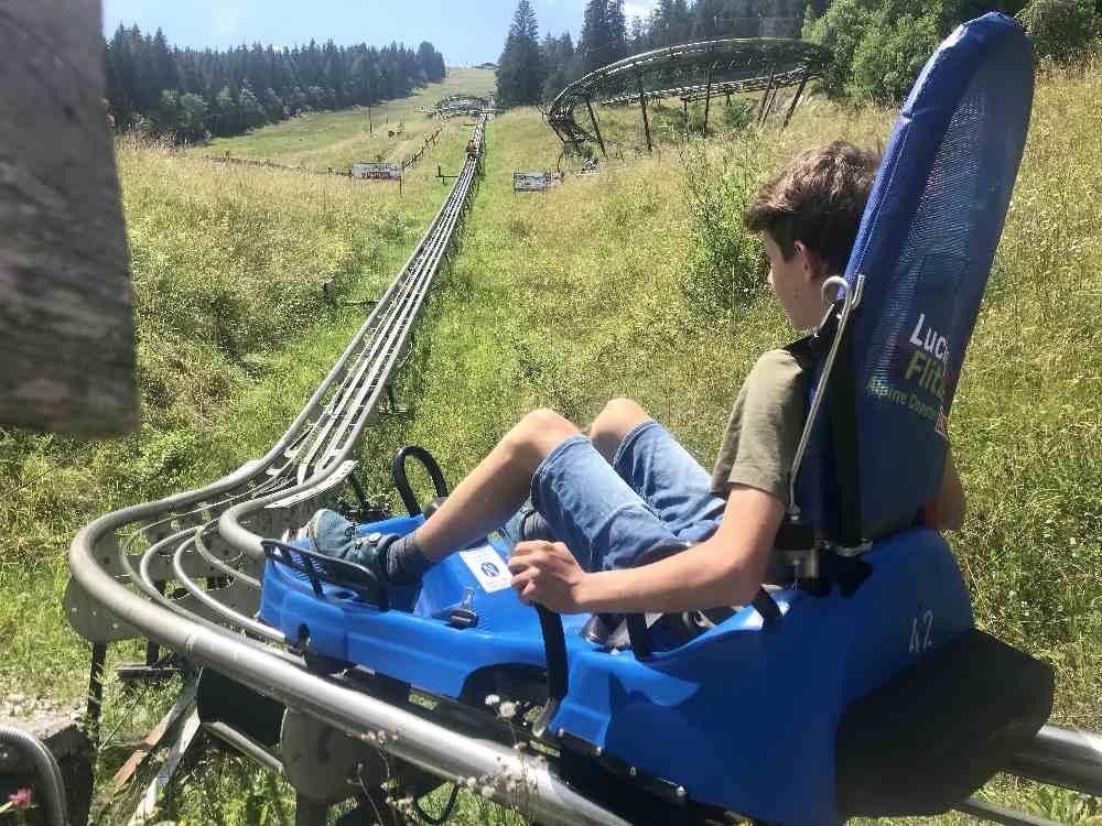 Sommerrodeln Salzburg - mit dem Coaster geht es zuerst den Berg hinauf