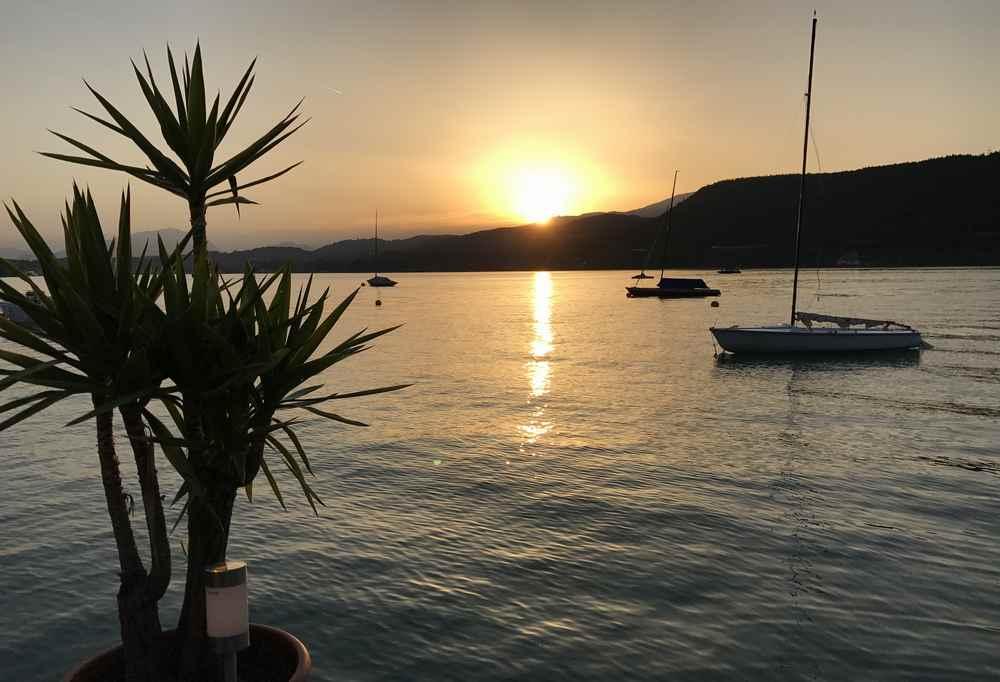 Sonnenuntergang am Wörthersee - direkt beim Familienhotel